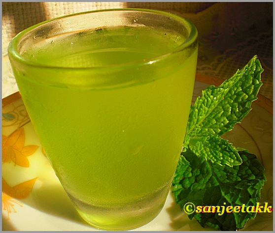 Mint and lemon drink